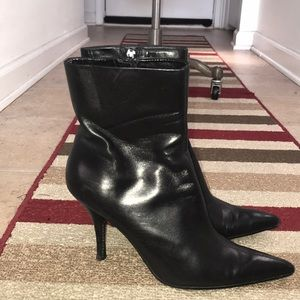 Nine West Pointy Toe Black Bootie Sz 7.5M 😘